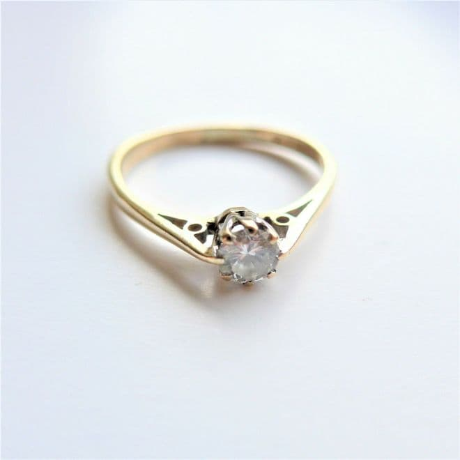 Vintage Solitaire Diamond Engagement Ring 9Ct Solid Gold - Good Stone .20 Carat